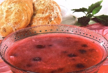 Сладкий фруктовый суп из вишни с рисом