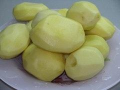 Картошку помыть и почистить