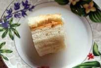Положить в молоко кусочек белого хлеба