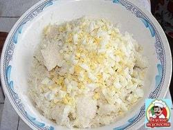 Яйца мелко покрошить
