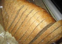 Нарезаем хлеб одинаковыми кусочками