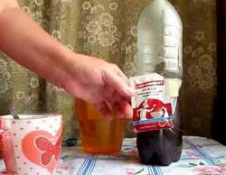 Добавить половину чайной ложки дрожжей