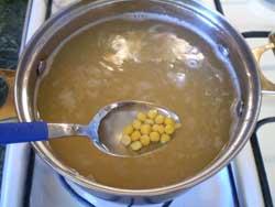 Вкусный гороховый суп с копчеными ребрышками