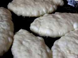 Быстрые пирожки с луком и яйцом