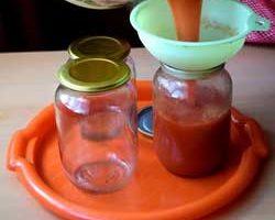 Как заготовить томатный сок на зиму