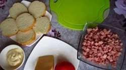 Горячие бутерброды с вареной колбасой