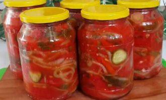 Зимний салат из помидор, огурцов и перца