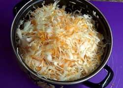 Капусту и морковь перемешиваем.