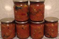 Консервы из скумбрии с овощами готовы.