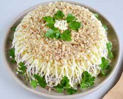 Салат из нежной говяжьей печени.