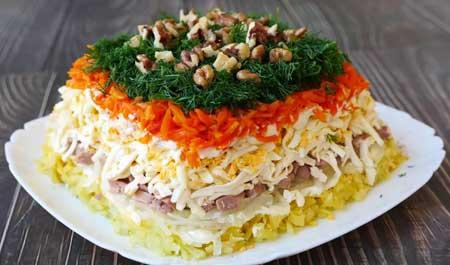 Салат из нежной печени трески.