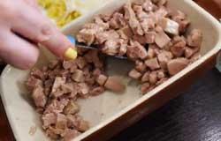 Перемешиваем печень с маслом.