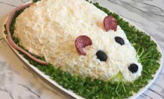 Праздничный новогодний салат Мышка.