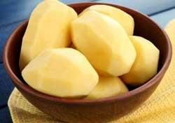 Чистим картошку.
