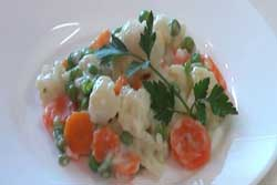 Овощи с молочном белом соусе