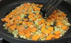 Жаренный лук с морковью