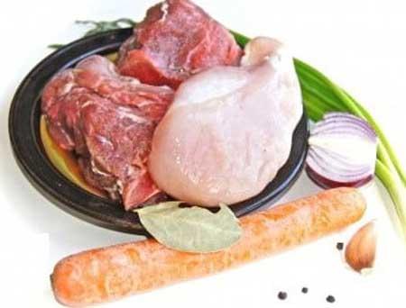 Ингредиенты для бульона с мясными фрикадельками.