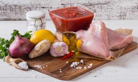 Ингредиенты для супа из грудки индейки.