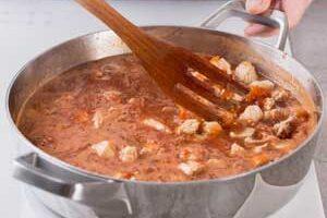 Варим суп из мяса индейки.