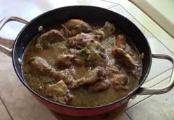 Сочная курица в луковом ароматном соусе.