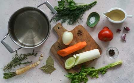 Продукты для овощного бульона.