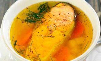 Прозрачный рыбный суп.