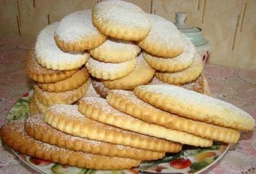 Хрустящее печенье и мягкие коржики.
