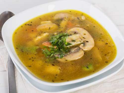 Овощной куриный суп.