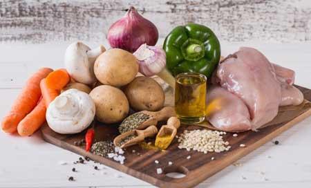 Ингредиенты для овощного супа с курицей.