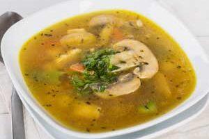 Овощной диетический суп с курицей.
