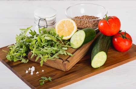Ингредиеты для овощного салата с гречкой.