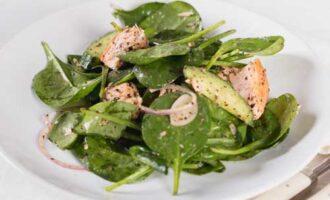Салат диабетический с лососем.