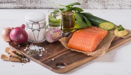 Ингредиенты для лососевого салата.