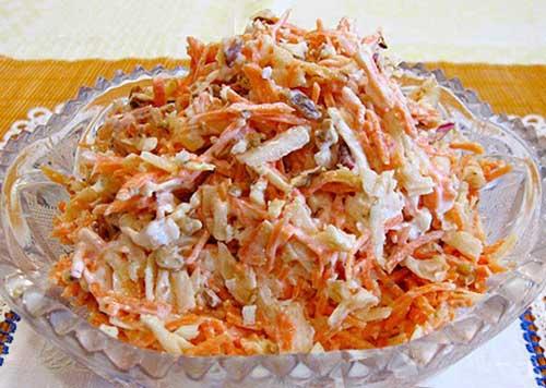 Салат из свежей моркови с яблоками