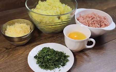 Ингредиенты для котлет из картофеля с колбасой
