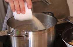 Добавляем рис в суп