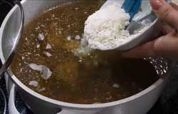 Добавляем в суп харчо рис
