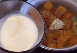 Добавляем в пюре молоко