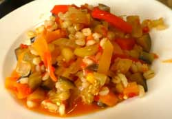 Перловая крупа с овощами