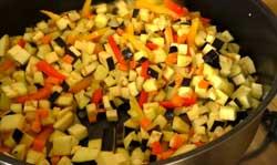 Обжариваем овощи в перловку